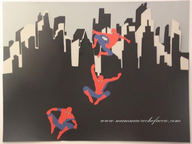 Festa Spiderman: cartellone realizzato con collage