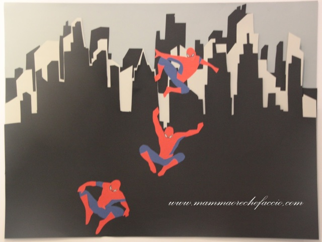 Festa Spiderman: cartellone realizzato con collage
