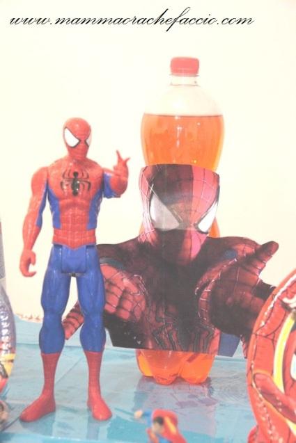 Festa a tema Spiderman: una bottiglia di ginger per colorare di rosso la tavola!