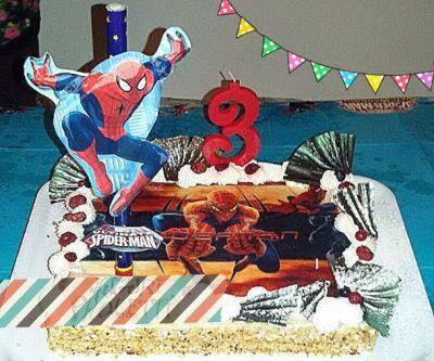 Torta Spiderman: millefoglie con stampa su ostia