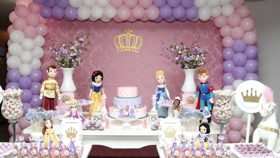Palloncini protagonisti delle feste di compleanno: idee per le decorazioni e inviti a tema
